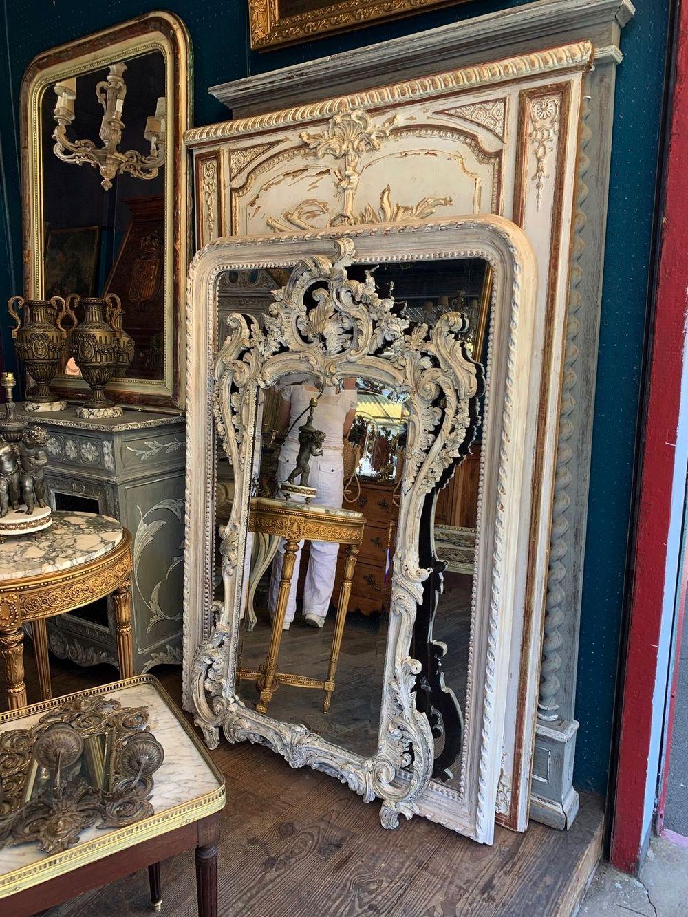 Vintage French mirrors at Les Puces de Saint-Ouen