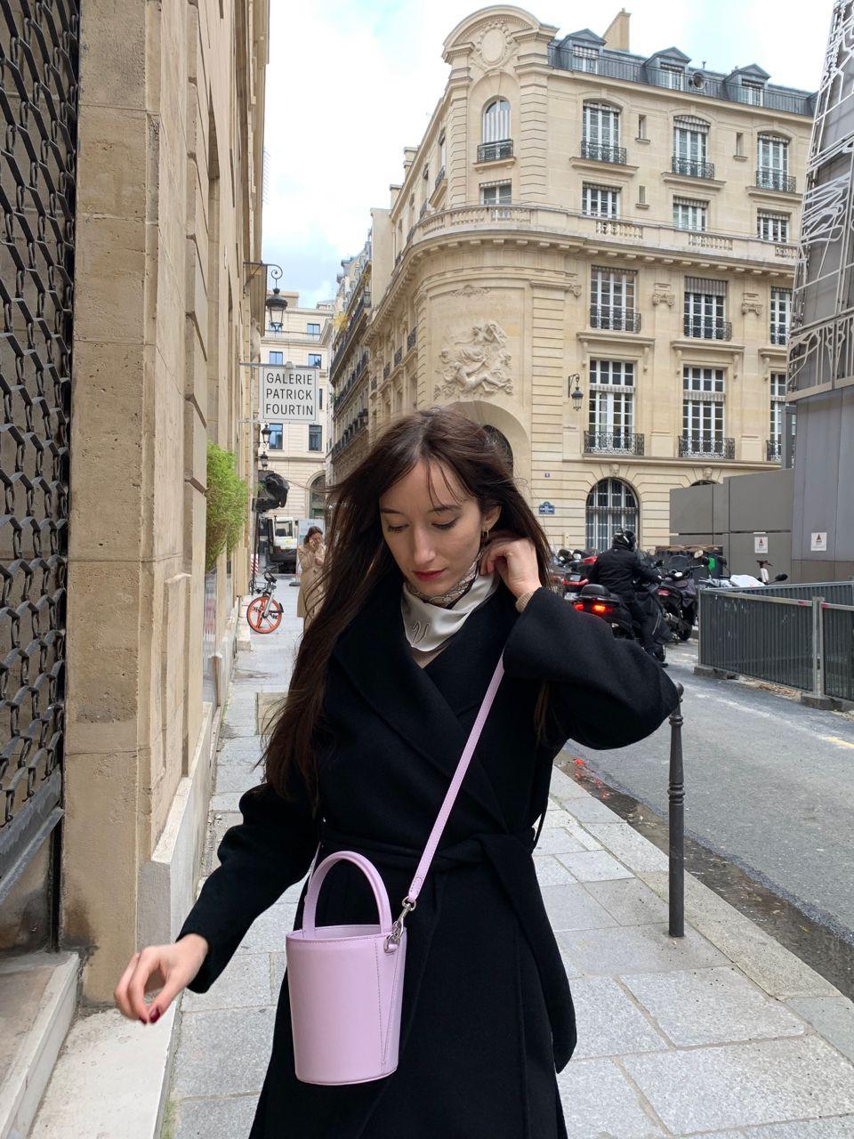 Early Fall Parisian Looks - Cafuné bucket bag